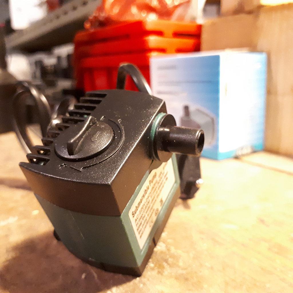 Pompe pour fontaine à punch tonneau